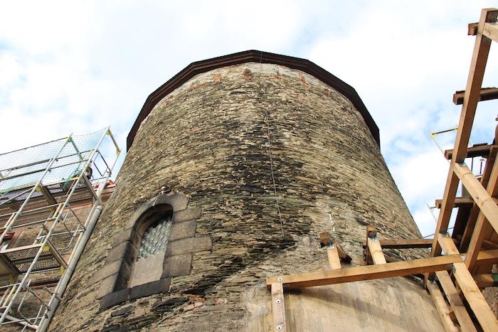 ein hoher Turm